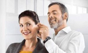 Заложило ухо: что делать в домашних условиях если не проходит и плохо слышит?