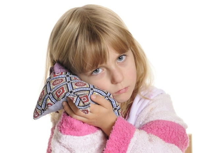 Боль в ухе: лечение у взрослых. Что делать в домашних условиях, если заложенность, шум, боль при глотании без температуры. Первая помощь, ушные капли