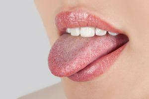 От чего на языке белый налёт подробная информация, норма и патологии