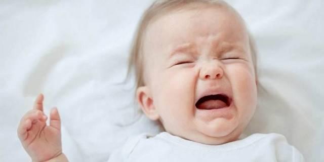 У ребенка болит ухо что делать в домашних условиях:первая помощь