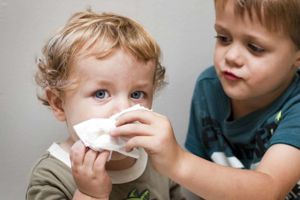 Течет из носа: что делать и как лечить