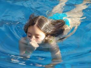 В ухе как будто булькает вода ощущение жидкости, что делать