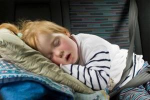 Что делать, если ребенок храпит во сне: причины, лечение