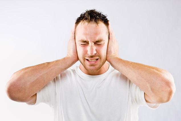 Стреляет в ушах - что делать в домашних условиях, как лечить