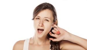 Кровь в ухе при чистке ватной палочкой у ребенка или взрослого - возможные заболевания
