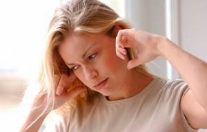 Ухо не слышит, но и не болит: диагностика, причины и осложнения