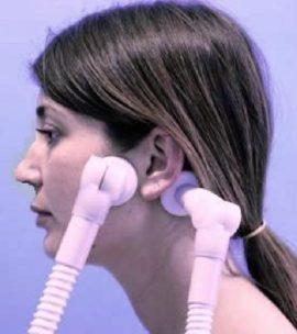 Почему щелкает в ухе при глотании, зевании, жевании - что делать